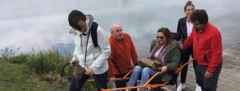 L'équipe Access-i qui teste la joëlette au Lac de Bambois