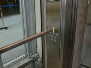 Ascenseur panoramique d'accès à la passerelle