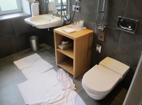 Chambre PMR (WC adapté + lavabo)