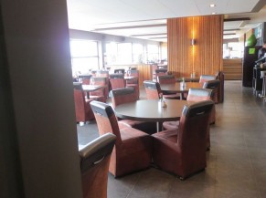 Salle du restaurant - tables rondes