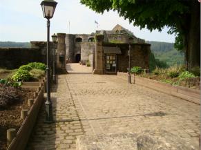 Voie d'accès au château-fort