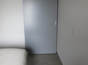 Porte de la douche/wc vue de la chambre
