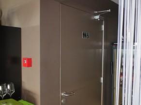 Porte du sanitaire adapté