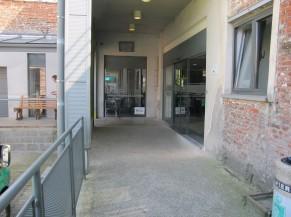 Entrée principale du bâtiment