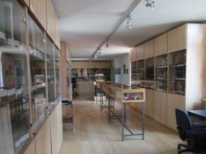 salle des archives à l'étage