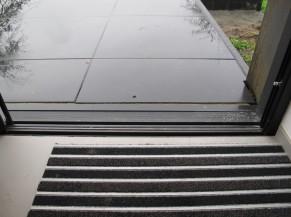 Accès de plain-pied vers la terrasse depuis le séjour