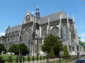Eglise Saint-Jacques, vue du parc