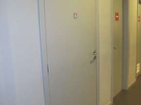 Porte sanitaire PMR