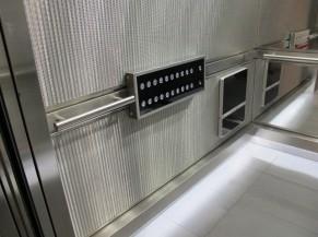 Intérieur de la cabine d'ascenseur prioritaire