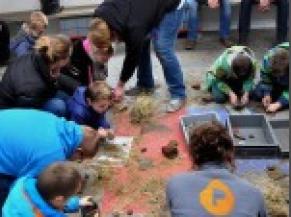 Un groupe d'enfants participe à une namiation(c)Limet