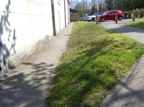Voie d'accès (sortie) vers le parking