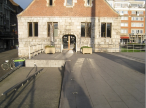 Façade d'entrée de la maison du tourisme