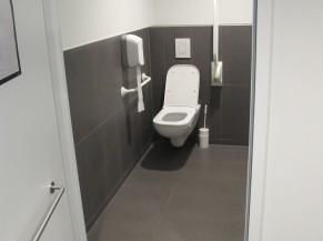 Intérieur du WC adapté aux étages
