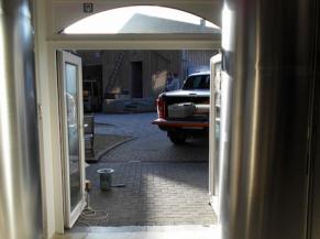 Porte d'accès à la première salle de la brasserie