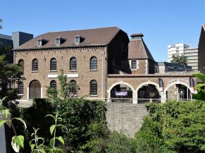 Entrée de la Maison de la métallurgie et de l'industrie de Liège