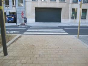 Traversée piétonne située à proximité de l'entrée