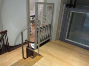 palier du 1er étage + vue sur escalier