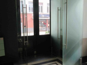 Porte d'entrée PMR, coté intérieur