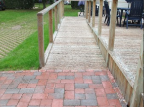 Rampe d'accès en bois