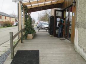 Rampe d'accès à l'entrée en bois