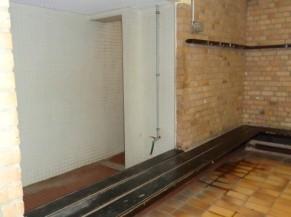 Exemple de vestiaire et d'accès aux douches