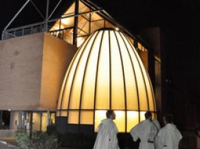 Vue extérieur sur le couvent Fran Angelico (nocturne)