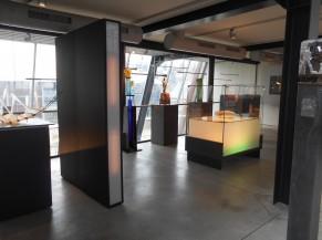 salle dans le bâtiment du verre