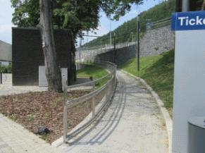 rampe d'accès vers les quais