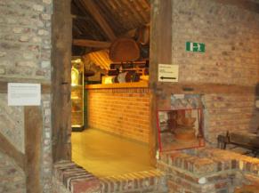 Escalier entre les deux salles du 1er étage