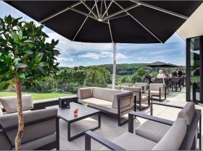 Restaurant Umami terrasse avec vue sur la vallée
