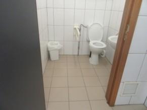 Toilette PMR à proximité de l'entrée