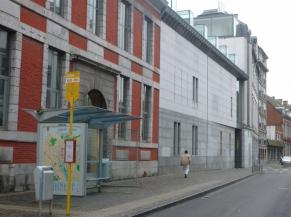 Arrêt de bus desservi par une ligne accessible aux PMR (ligne 4)