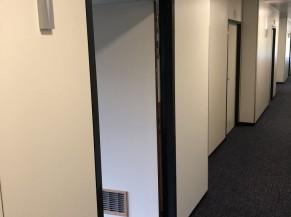 Couloir (vers chambre adaptée)