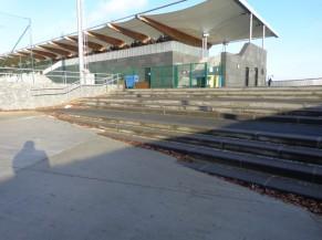 Accès  au stade depuis le parking via les escaliers