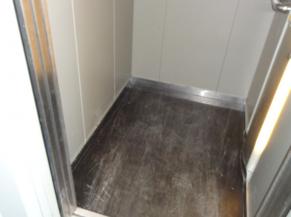 Intérieur de l'ascenseur (trop petit - 100*130cm)