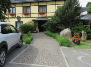Entrée alternative + parking PMR