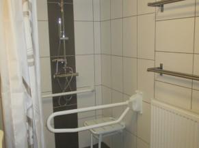 Douche dans la chambre adaptée