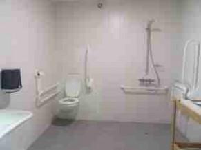 Toilette - Douche adaptée au Lac de Bambois