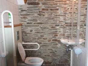 WC adapté au rez-de-chaussée