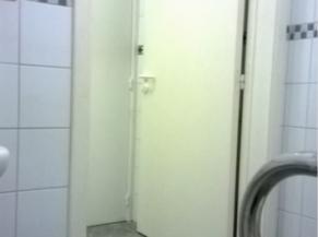 Porte des WC pour les PMR