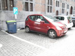 Parking dans la cour