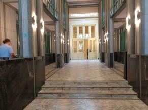 Couloir d'accès principal (3 marches)