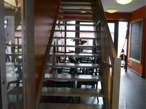 escalier non sécurisé vers la salle du brassin