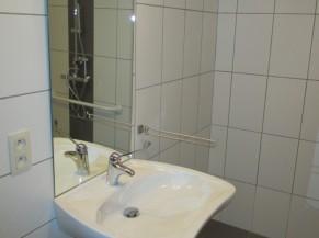 Lavabo dans la douche/WC