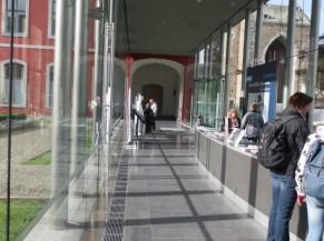 Couloir allée principale à l'intérieur