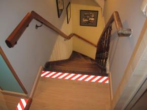Sécurisation visuelle de la 1ère marche de l'escalier