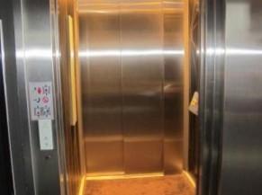 Intérieur de la cabine d'ascenseur
