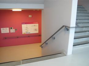 Cage d'escalier et signalétique
