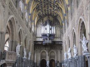 Nef avec vue sur l'orgue