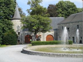 Cour d'entrée du château et musée